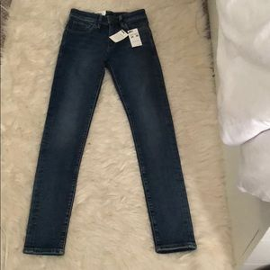 Levi's 721 High-Rise Skinny Jeans, 24